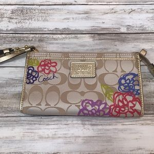 🌺🍂Brand New Coach Wristlet Cute Floral Design